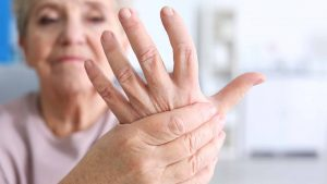 arthritis-symptoms-elderly-03